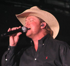 1052px-CountrySingerTracyLawrence